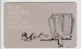 HOTEL KEYS - 2119 - EGYPT - FOUR SEASONS HOTEL CAIRO AT NILE PLAZA - PYRAMID - Cartas De Hotels