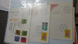 Lot De 50 Enveloppes 1er Jour Et Autres De Suisse. A Saisir !!! - Sellos