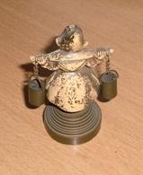 Alte Sehr Schöne BRONZE (Wasserträgerin), Bemalt, Auf Sockel Aus Gelbmetall, H 8,5 Cm, Gute Erhaltung ... - Bronzen