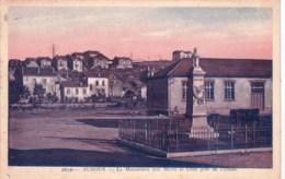54 - Auboué ( Meurthe Et Moselle  )-  Le Monument Aux Morts Et Cités Pres De L Usine - Francia