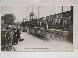 Coutras. Un Train De Soldats En Gare - France
