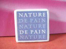 Fève Clamecy Logo ( De 2009 ) Couleur Mauve  Série Nature Du Pain - Année 2010 - Fève - Rare - Ancienne - Oude