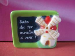 Fève Date Du Premier Moulin à Vent Série Quizz De La Boulange Année 2010 - Fève - Rare - Ancienne - Charms