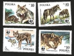 V) 1985 POLAND, ENDANGERED WILDLIFE, CANIS LUPUS, WORLD WILDLIFE FUND, WOLVES, WINTER LANDSCAPE, FEMALE, CUBS, MNH - 1944-.... Republic