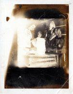 Photo Polaroid Originale Duo De Bouchères De Düsseldorf Et Pièces De Viande Suspendues - Boucherie, Feuille & Billot - Métiers