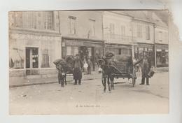 CPA AUBIGNY SUR NERE (Cher) - A La Réunion Des.....Attelage Des Charbonniers, Commerces Place Du Marché CHERRIER, LIORET - Aubigny Sur Nere