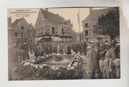 CPSM AUBIGNY SUR NERE (Cher) - Grandes Fêtes Franco-Ecossaises : 15/08/1931 La Place Des Halles - Aubigny Sur Nere