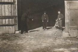 Photo 14-18 Chasseurs Alpins Dans La Cour D'une Ferme (A216, Ww1, Wk 1) - War 1914-18
