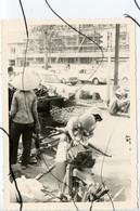 PHOTO ANIMÉE . ASIE,  VIETNAM .Viêt-Nam . INDOCHINE. Une Rue.  MOTO,  Mobylette, Solex, Scooter, Vespa. 2CV - Places