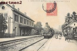 EVRY-PETIT-BOURG QUAIS DE LA GARE CHEMIN DE FER TRAIN LOCOMOTIVE TRANSPORT 91 - Evry