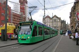 Bâle (Suisse)  Tramway De Bâle - 1er Juin 2010 – Ligne 8 - Rame Combino N°320 - BS Bâle-Ville