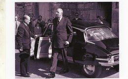 Charles De Gaulle Sortant De Sa Citroen DS19 De 1962  -  15x10 PHOTO - Voitures De Tourisme