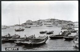 RARE CPA-PHOTO ANCIENNE CHINE- CHE FOO EN 1913- DROITE VILLE EUROPÉENNE- GAUCHE VILLE CHINOISE- FINITION GLACÉE- 2 SCANS - China