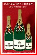 """SUPER PIN'S CHAMPAGNE : Les 3 BOUTEILLES De La Marque """"MOËT Et CHANDON"""", Création TOSCA En ZAMAC Base Or  2,5X3,7cm - Boissons"""
