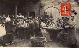 GROUPE  De Personnes  Attablées - Cachet Postal De Rochefort S/ Mer ( Carte Coupée En Bas) - France