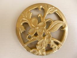 Décor De Table Art Nouveau En Laiton Massif - Motif Floral - Diamètre 7,5 Cm - Courrier Ordinaire - Argenteria