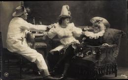 Cp Karneval, Zwei Frauen, Ein Mann, Verkleidung, Hüte, Sektflaschen - Holidays & Celebrations
