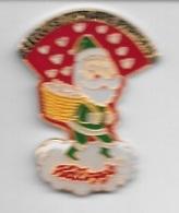 Pin's  Fête, Père  Noël  Sur  Publicité  SECOURS  POPULAIRE  FRANÇAIS, Kellogg's  Verso  1991 Kellogg Company - Kerstmis