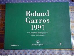 LIVRE ALBUM ROLAND GARROS 1997 VU PAR LES PLUS GRANDS PHOTOGRAPHES DU TENNIS YANN ARTHUS BERTRAND - Boeken