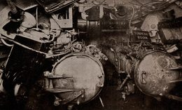 GERMAN SUPER MARINE THE DEUTSCHLAND SUBMARINE JOHN BULL TORPEDO ROOM - Submarinos