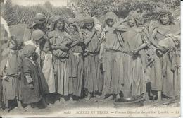 CP  Scènes Et Types D'Algérie- Femmes Bédouines Devant Leur Gourbi 1906 - Biskra
