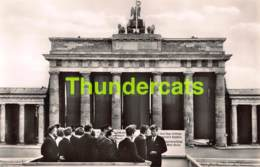 CPA PHOTO FOTO PRASIDENT KENNEDY IN BERLIN WESTERN GERMANY PRESIDENT AM BRANDENBURGER TOR - Personnages
