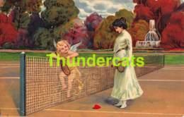 CPA EN RELIEF GAUFREE ENFANT ANGE NU FEMME TENNIS EMBOSSED CARD NUDE ANGEL LADY WOMAN SPORT ( MANQUE PETIT ANGLE ) - Dessins D'enfants