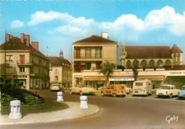 VERNON PLACE DE PARIS LE CAFE RESTAURANT LE PARIS PLAGE AVEC RENAULT 4L ET RENAULT FOURGONNETTE - Vernon