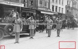 CARTE PHOTO AMIENS  CEREMONIE MILITAIRE  PLACE RENE GOBLET  (Droguerie Saint Denis...) Lucien Hacquart - Amiens
