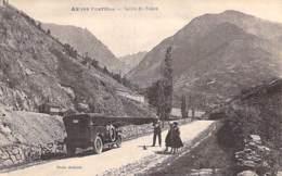 09 - AX LES THERMES : Vallée Du Nabre ( Voiture D'époque En 1er Plan ) CPA Village ( 1.225 Habitants) - Ariège - Ax Les Thermes