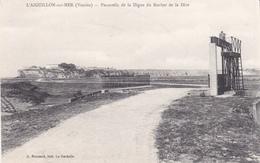 L Aiguillon Sur Mer Passerelle De La Digue Du Rocher De La Dive éditeur A Bonnaud - Autres Communes