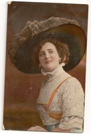 183- Femme - Chapeau Extravagant - Moda