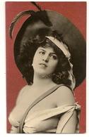 184- Femme - Chapeau Extravagant - Moda