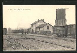 CPA Gueugnon, La Gare, La Gare Avec Waggons Auf Gleisen - Gueugnon