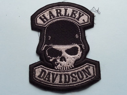 Embleem HARLEY DAVIDSON > Global Products Inc. ( Form. +/- 11 X 8 Cm. ) See / Voir Photo EMBLEM ! - Motorfietsen