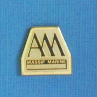 1 PIN'S //  ** MASSIF MARINE / VENTE BATEAU NEUF ET OCCASION / LE LAVANDOU ** - Barcos