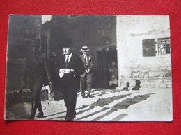 """TURQUIE - CARTE PHOTO - """" CHUKRY BEY, DEPUTE D' ISMID......SORTANT DE PRISON MAINS MENOTTEES.."""" Voir Les Scans - """" RARE - Turquie"""