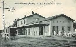 13 .n°  106899 .  Salin De Giraud .la Gare .depart Du Train Electrique . - Autres Communes