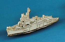 1 PIN'S //   ** TCD / OURAGAN - L9021 / De La MARINE NATIONALE FRANÇAISE ** . (GF Groupe FIA) - Barcos