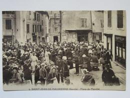 Cpa, Trés Belle Vue Animée, SAINT JEAN De MAURIENNE (savoie) Place Du Marché - Saint Jean De Maurienne