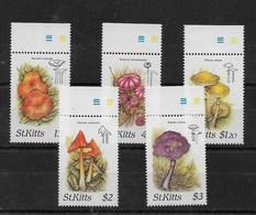 Serie De San Kitts Nº Yvert 641/45 ** SETAS (MUSHROOMS) - St.Kitts Y Nevis ( 1983-...)