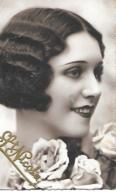 BELLE FEMME  AUX ROSES - Donne