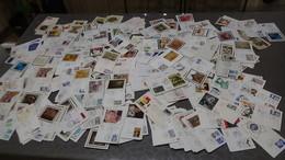 Destockage De Plusieurs Dizaines ( 2,4 Kgs, Environ 500 )  D'enveloppes 1er Jour De France. A Saisir !!! - Timbres