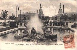 FR44 NANTES - Chapeau 192 - Place De La Duchesse Anne - La Fontaine Par David - Animée - Belle - Nantes