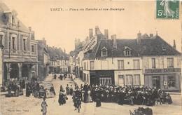 1910 VARZY Place Du Marché Et Rue Delangle Très Bon état 2 Scans - Marchés