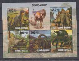 P715. Guine-Bissau - MNH - 2010 - Nature - Fauna - Animals - Dinosaurs - Planten