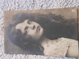 Cpa FEMMES - FRAU - LADY Portrait Jeune Fille - Donne