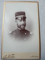 CDV Portrait Militaire SUISSE - Officier - Capitaine - Photo A. Wicky, BERNE. TBE - War, Military