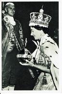 CPA-Carte Postale-Royaume-Uni- Couronnement D'Elisabeth II -La Reine Souriante 1953-VM9923 - Royal Families