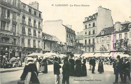 CPA 56 Morbihan Lorient La Place Bisson Bazar Parisien Pelote D'Or Pharmacie Fournitures Pour La Marine - Lorient